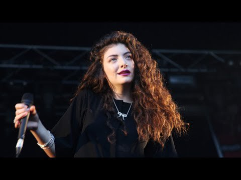 09.Liability -  Lorde  (Glastonbury 2017)
