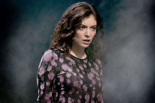 04.Buzzcut Season  - Lorde (Glastonbury 2017)