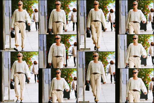 ''•-08/12/19-' : Hailey Baldwin a été photographiée, alors, qu'elle arrivait à un « SPA » étant dans Beverly Hills. La belle mannequin Hails enchaîne les sorties et cette fois-ci, elle est allée prendre un peu soin d'elle ! Concernant sa tenue, c'est un top.