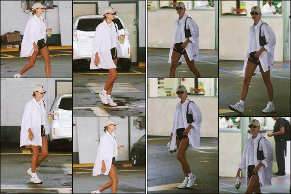 ''•-17/06/21-' : Hailey Baldwin a été aperçue alors qu'elle arrivait à un cabinet de docteur étant à Beverly Hills. Plus tard, c'est en quittant ce même cabinet de docteur que la belle mannequin H. a été photographiée ! Un jolie petit top, pour ma part !