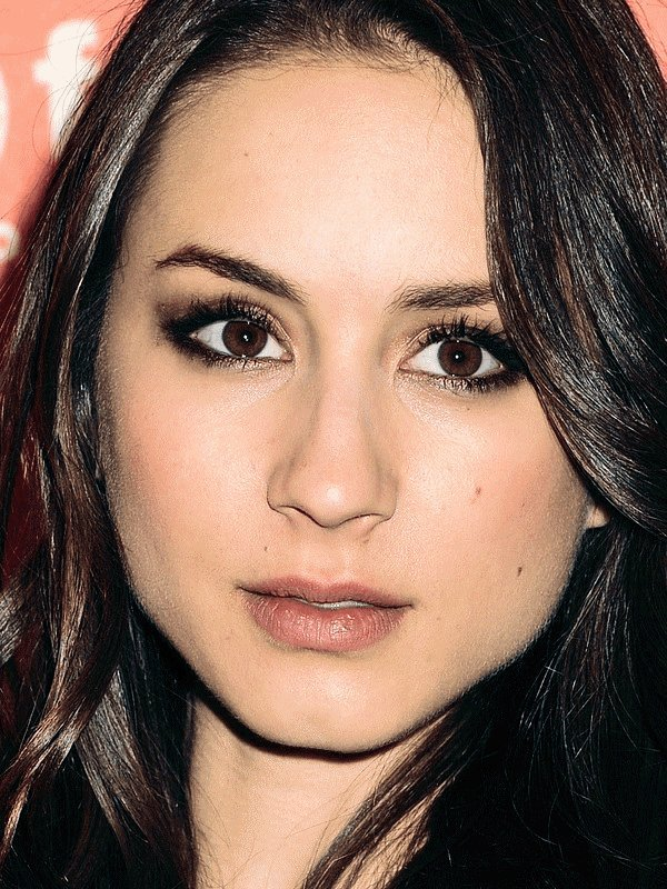 ZOOM sur le make up de Troian Bellisario