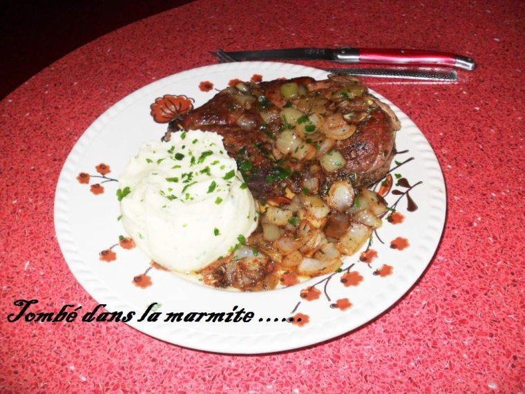 Côtes de porc aux herbes de Provence et aux oignons