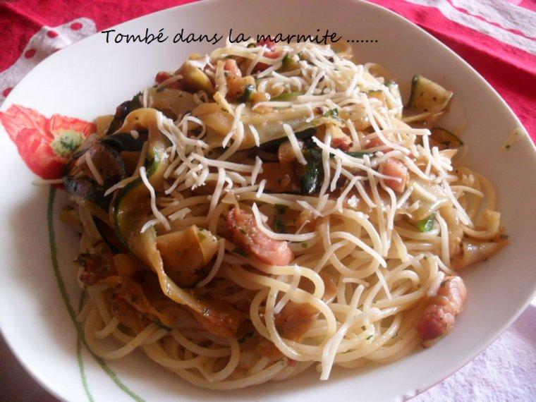 Spaghetti au tagliatelle de courgette et aux lardons