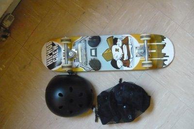 mon skate et mes protection!!!