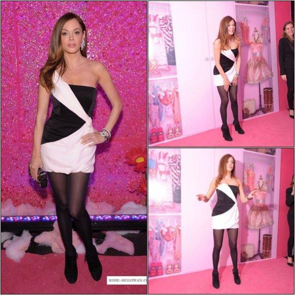 -Rose était à l'évènement Barbie Le Placard rêve au Lincoln Center. J'aime beaucoup sa robe.  -