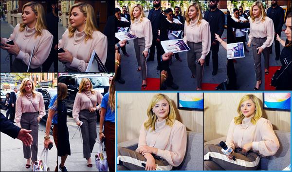 -07/09/2018- ─ Chloë Moretz a été photographiée alors qu'elle se rendait à une interview pour « Greta » étant à Toronto.La belle blonde était donc présente chez « Variety Studio » pour le festival et pour la promotion du film. Concernant sa tenue, c'est un petit top pour moi.