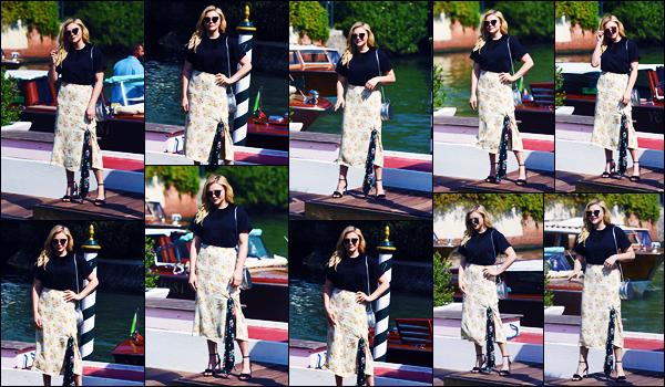 -02/09/2018- ─ Chloë Moretz a été vue, alors, qu'elle était à « Hotel Excelsior » durant le 75th Venice Film Festival à Lido.C'est avec le sourire aux lèvres que notre superbe actrice a été photographiée à son hôtel Italien. Concernant sa tenue, c'est un beau top pour ma part !