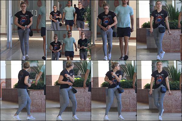25/09/2016 : Chloë et ses frères ont été vus se rendant au Tender Greens afin d'y déjeuner, à Beverly Hills. Nouvelle sortie sans Brooklyn, les rumeurs de rupture se confirment petit à petit. Qu'en pensez-vous ? + Un tout petit top pour sa tenue.