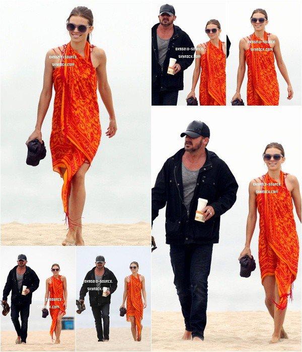 27 août : AnnaLynne at the beachToujours avec son homme !
