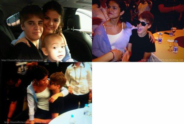 Jelena   Découvrez trois photos d'hier du couple Jelena,ou Selena est assise sur les genoux de Justin.C'est mignon :)  Article rédigé et posté par Kenza.