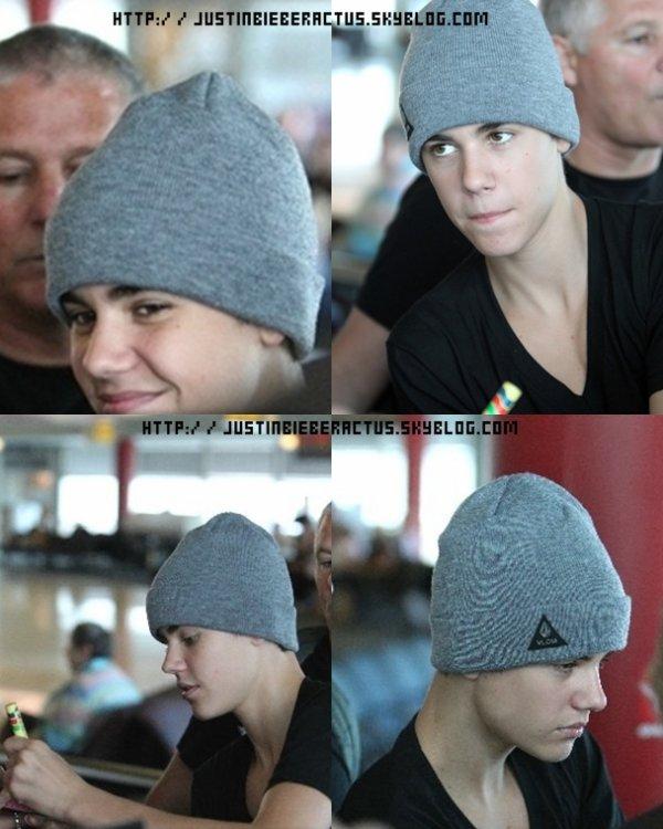 Justin à Sydney    Voici les photos de l'arrivée de Justin à Sydney.Justin donna dans la soirée son concert à L'Acer Arena.  Article rédigé et posté par Kenza.