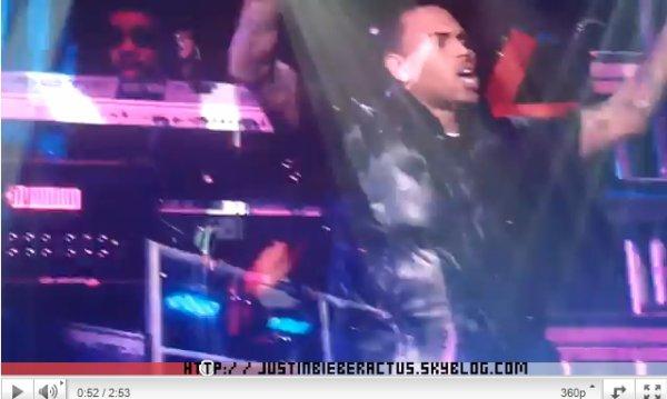 Chris Brown rejoint Justin sur scène.  Lors du concert deJustinpour leMy world Tourà Sydney,Justinà surpris les fans présent au concert en invitantChris Brownsur scène pour rapper sur la chanson «Look at me now«.     Article rédigé par JustinWorld.net et posté par Kenza.