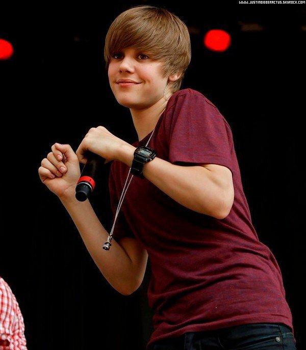 . 8 Mai. Justin Bieber parlera de la cyber-intimmidation + Jelena s'embrasse à Jakarta. . Posté par Manon.