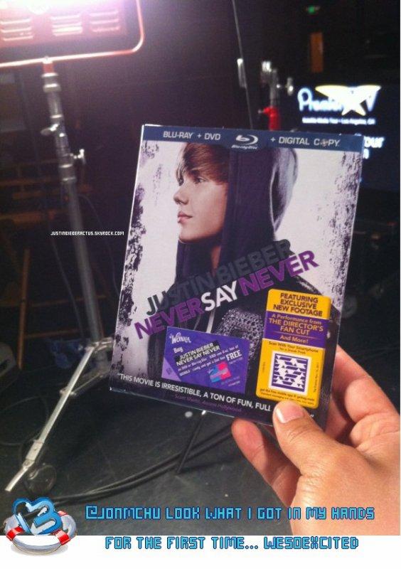 .  Vidéos. Justin arrive à Hong Kong. .  Posté par Manon.