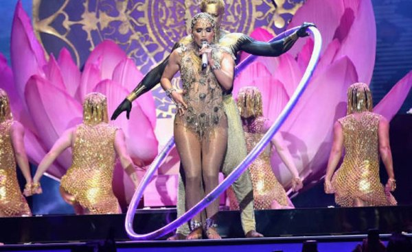 """Le 26 avril J Lo était au Latin Billboards Music, le 26 avril, elle y a interprété son nouveau titre """"El Anillo""""."""