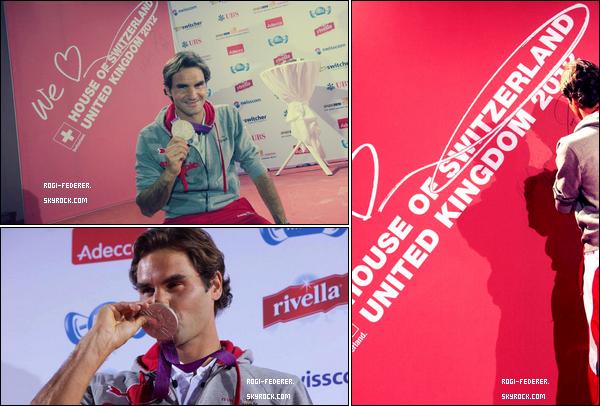 05/08/2012 : Roger a visité le Club Suisse à Londres, il a été accueilli en véritable héros par les supporters helvétiques.