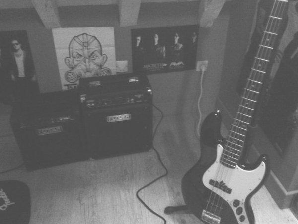 Bassiste depuis quatre ans <3