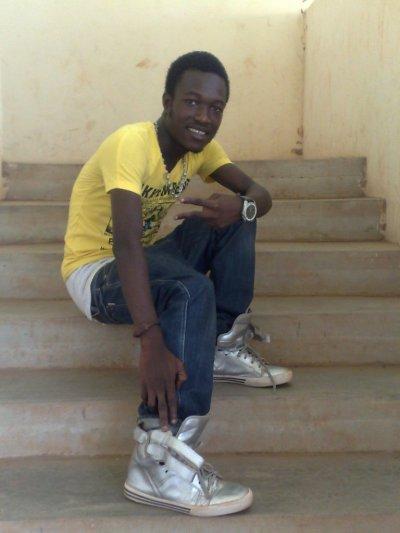voilà regarder très bien sur ces images cé bien moi KENZO 99KARA
