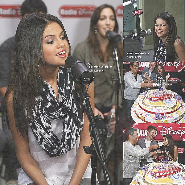 29 mars 2011 -  Selena a fêtée les 15 ans de Radio Disney.