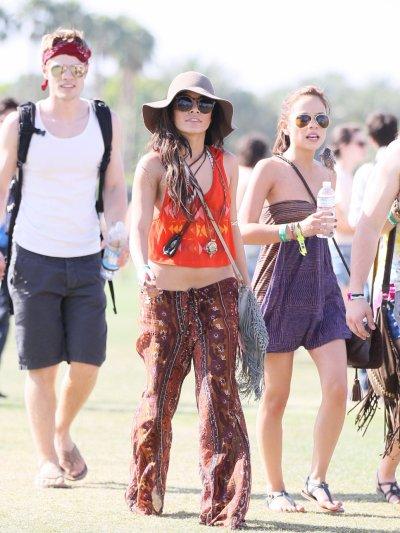 Vanessa Hudgens et son Amie josh au festival de la musique avec d'autre amie =)