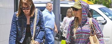 Ashley qui fait une virer shopping avec sa soeur Jenny's <3