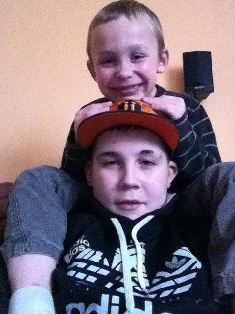 Avec le petit frère