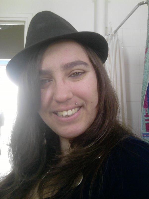 moi avec chapeau