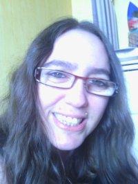 2 photo de moi avec cheveux lisse et lotre cheveux ondulé dite celle ke vou préferez et kil me va le mieux