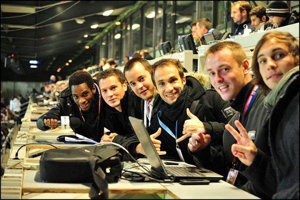 #50. Photo : Les chroniqueurs dans la tribune de presse :)