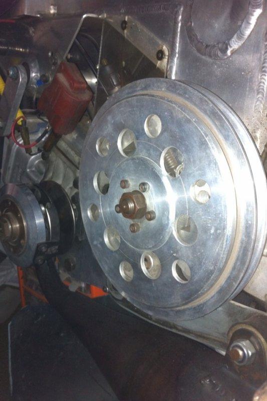 Détails moteur, tout est là , rien a bougé depuis l ancien propriétaire qui se reconnaîtra ...
