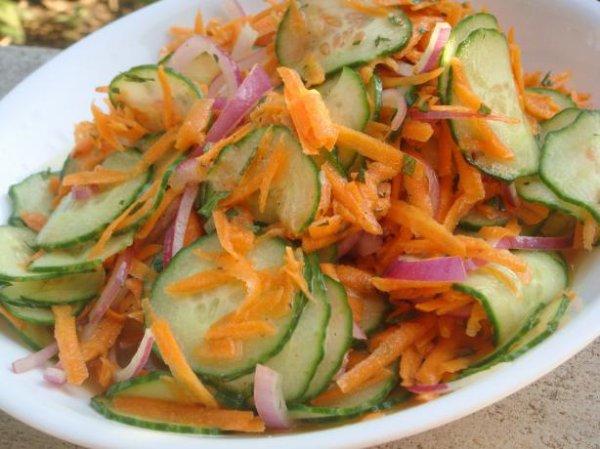 Salade de concombre et carotte