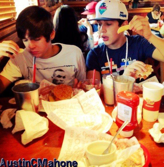 Vidéo, photo, publication posté par Austin; le 01.10.2012 et 02.10.2012