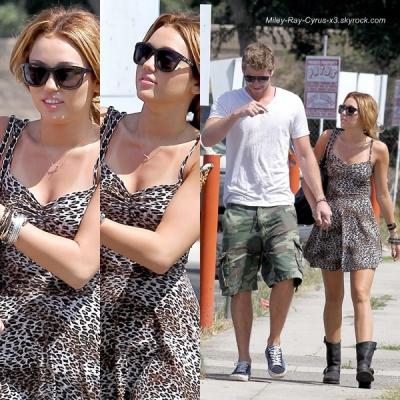 01 juillet 2010: Miley va petit déjeuner avec son petit ami, Liam, chez Patys à Toluca Lake, CA .