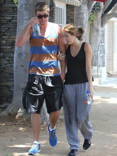 10 juillet 2010: Miley sort de son cours de gym à Toluca Lake, CA .