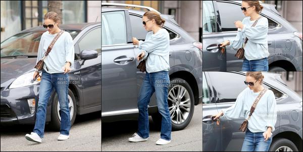 12.05.2018 : Natalie Portman en tenue décontractée a été vue rejoignant sa voiture à Beverly Hills