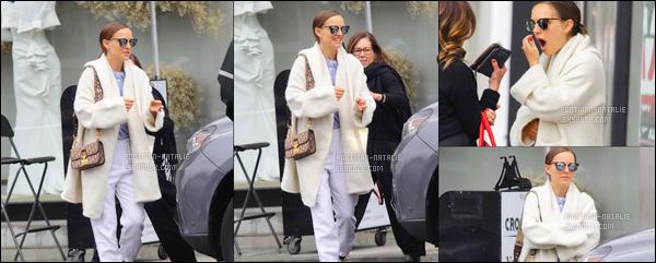 01.05.2018 : Natalie Portman , souriante et dans une tenue décontractée a été déjeuner à Los Angeles