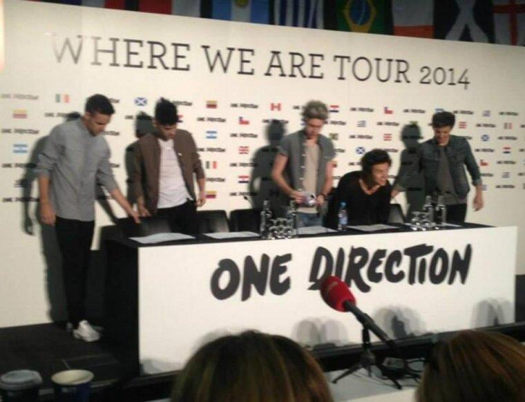 """les boys à la conférence de presse """"WHERE WE ARE TOUR 2014"""""""