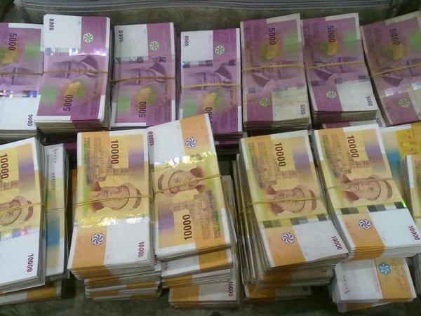 Le compte est bon  20 millions de franc comorienne,  même valeur en Dirham Marocain !