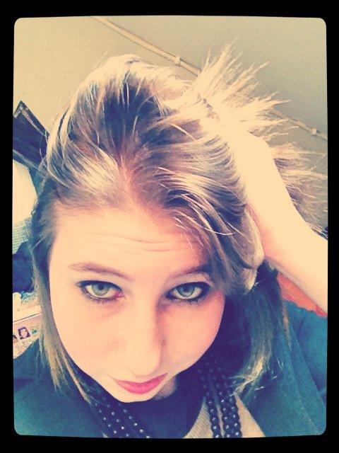 C dure je suis la fille qui dit jamais rien qui garde tout pour elle mais la c dure ! Je penser être forte et ne pas avoir de faiblesse je penser avoir vécu le pire mais je me suis tromper ... Maman :'(