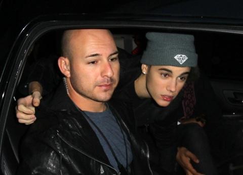 Justin & Dustin dans une voiture
