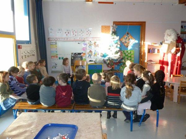 CORAY : Passage du Père Noël à l'école (1)