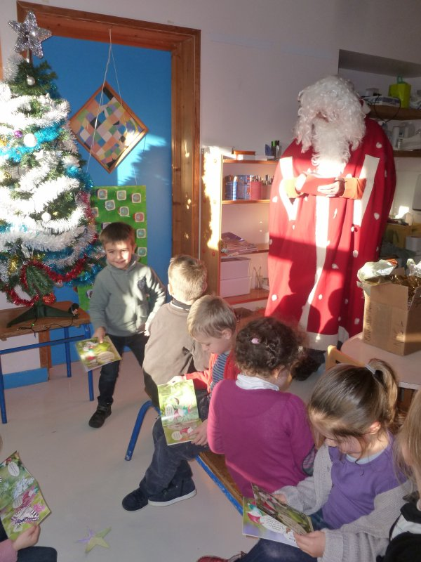 CORAY  : La visite du Père Noël à l'école de Leurgadoret (2)