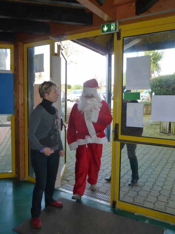 CORAY  : Le Père Noël a rendu visite aux enfants de l'école N-D