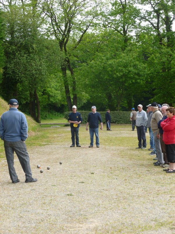 CORAY  : Pétanque : Réception du Club d'Edern.