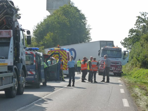 CORAY  : Accident de la circulation.