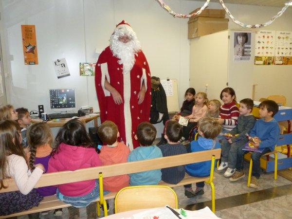 CORAY : Passage du Père-Noël dans la classe bilingue.(3)