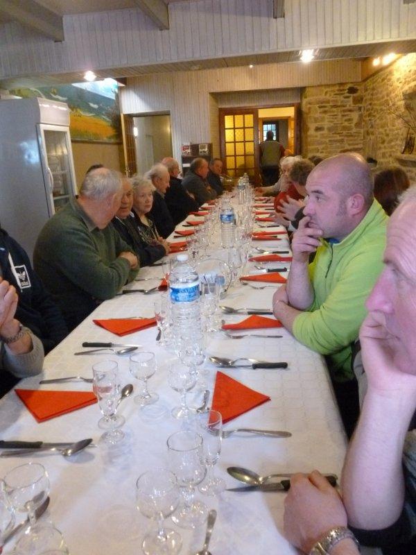 CORAY  : Le repas des propriétaires.
