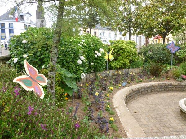 CORAY  : Fleurissement du bourg (2)