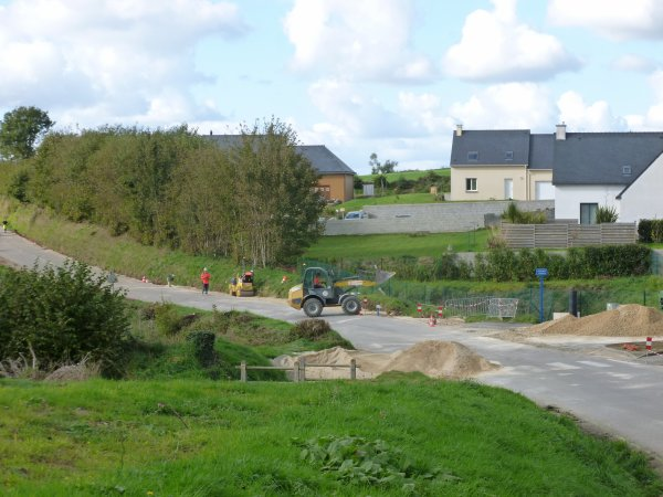 CORAY  : travaux route de Langolen.