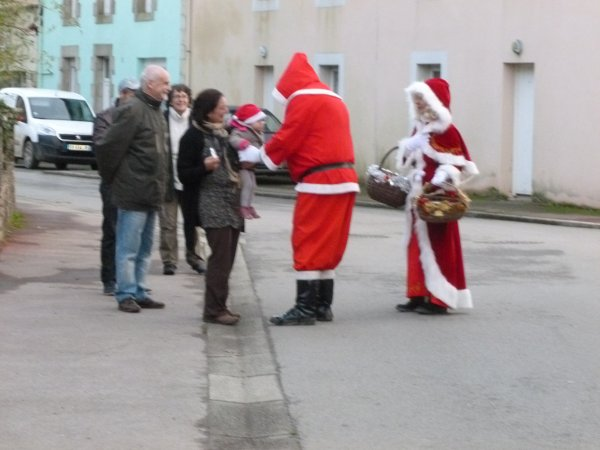 LEUHAN: Le Père-Noël invite La Mère-Noël. (1)